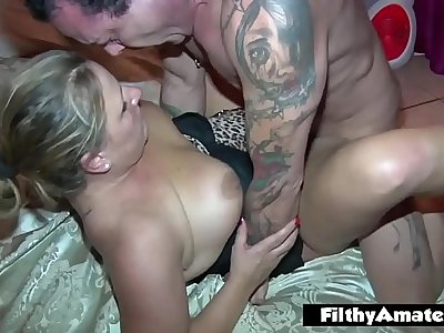 Fuck fest with two milf! Amateur orgy in the apartment